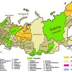 نقشه تقسیمات کشوری روسیه؛ سبز:جمهوری - کرم:سرزمین - قهوهای:استان - زرد:ناحیه خودمختار - آبی:استان خودمختار یهودی - صورتی:۲ شهر فدرال مسکو و سن پترزبورگ